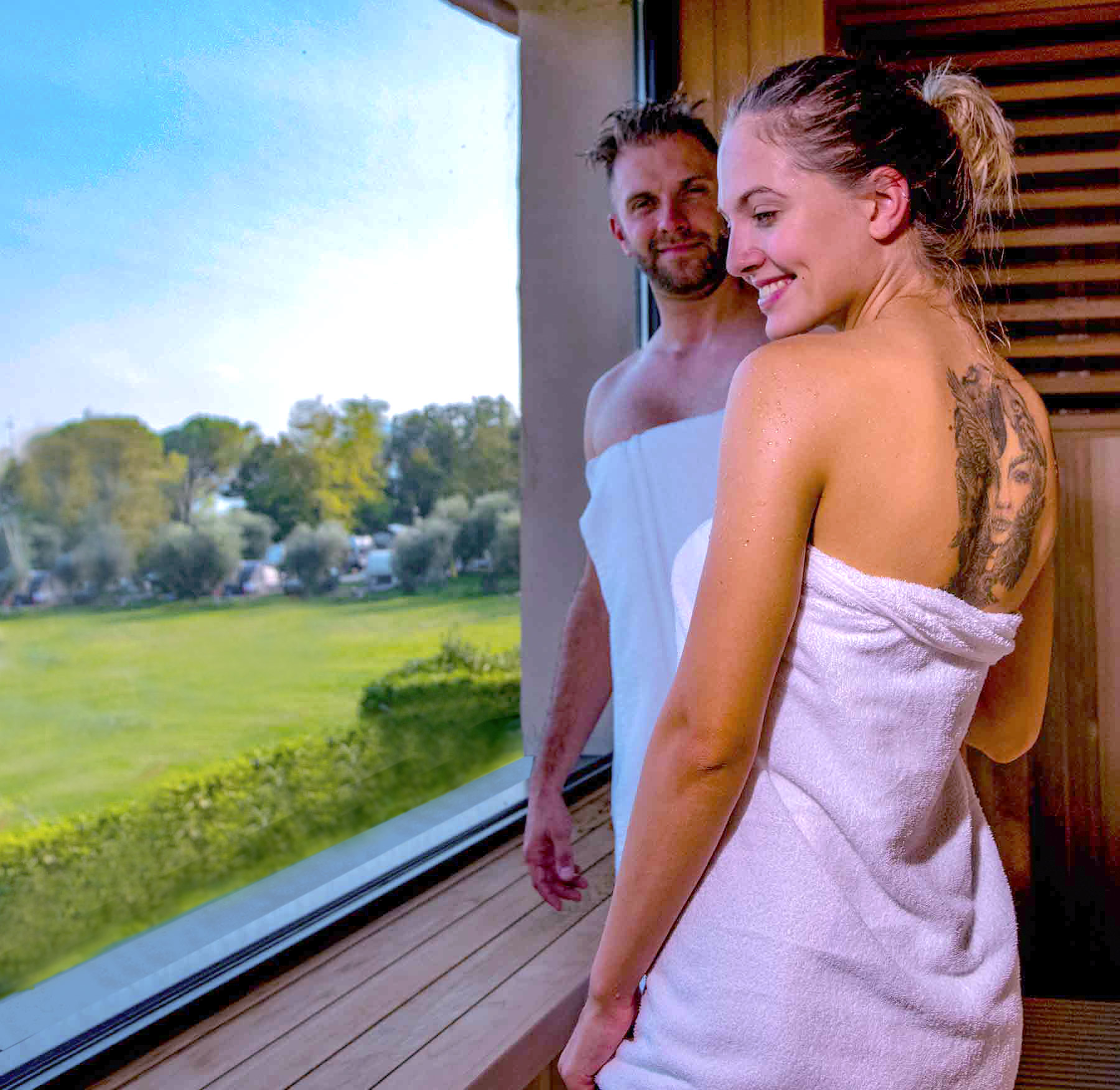 coppia in area wellness campeggio fornella lago di garda